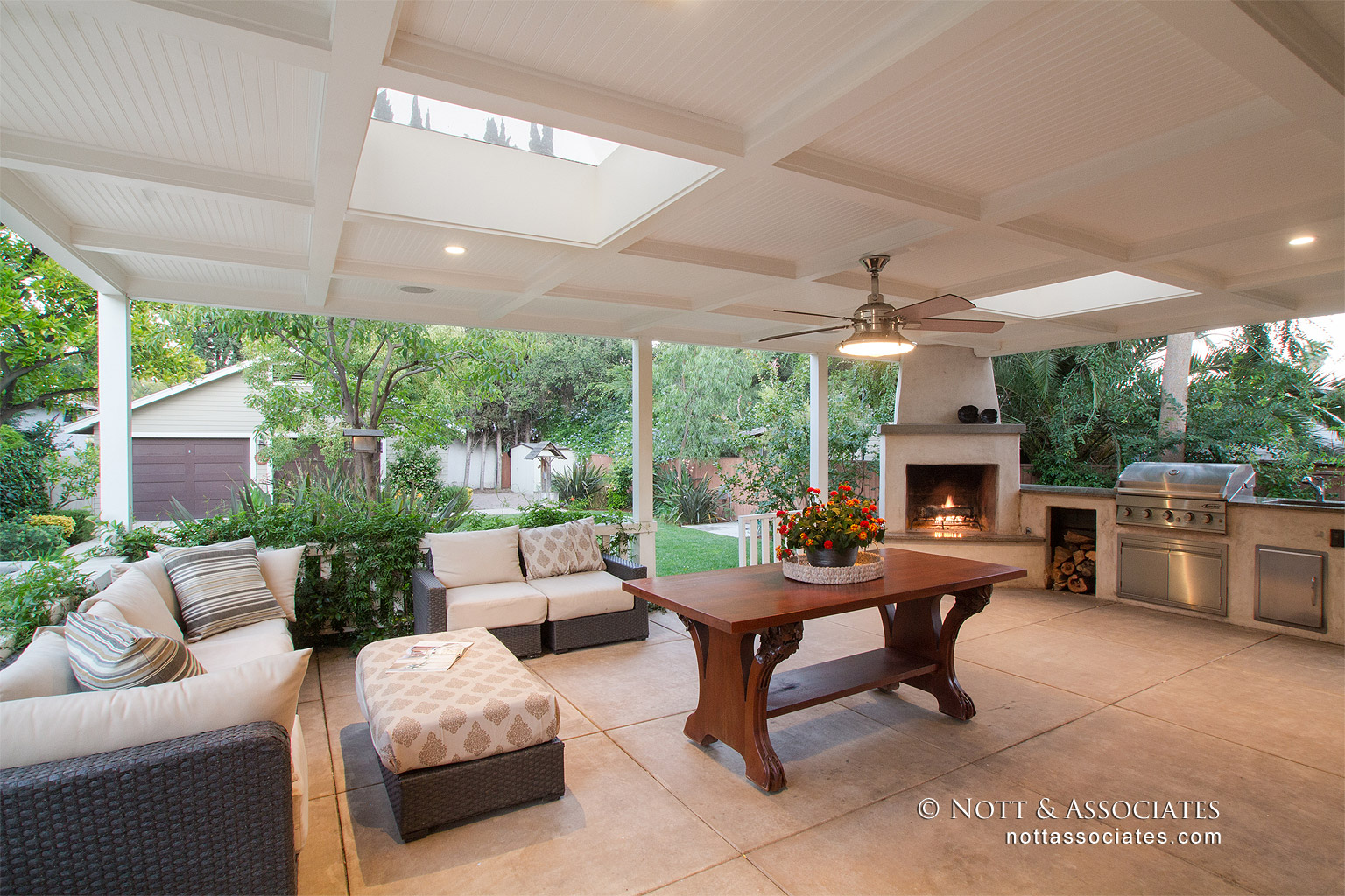 Outdoor Craftsman living space