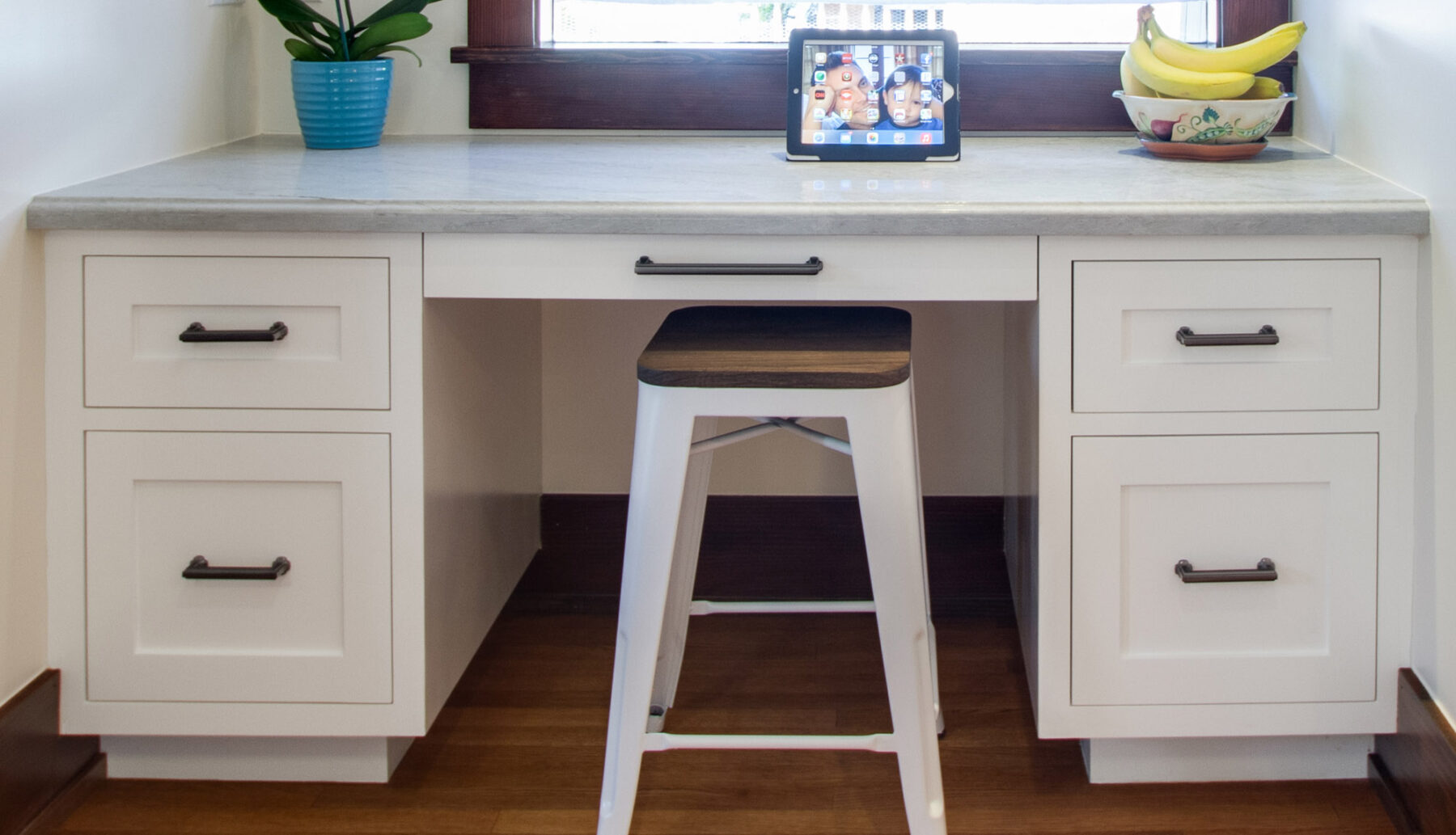 Integrated desk in Kitchen.