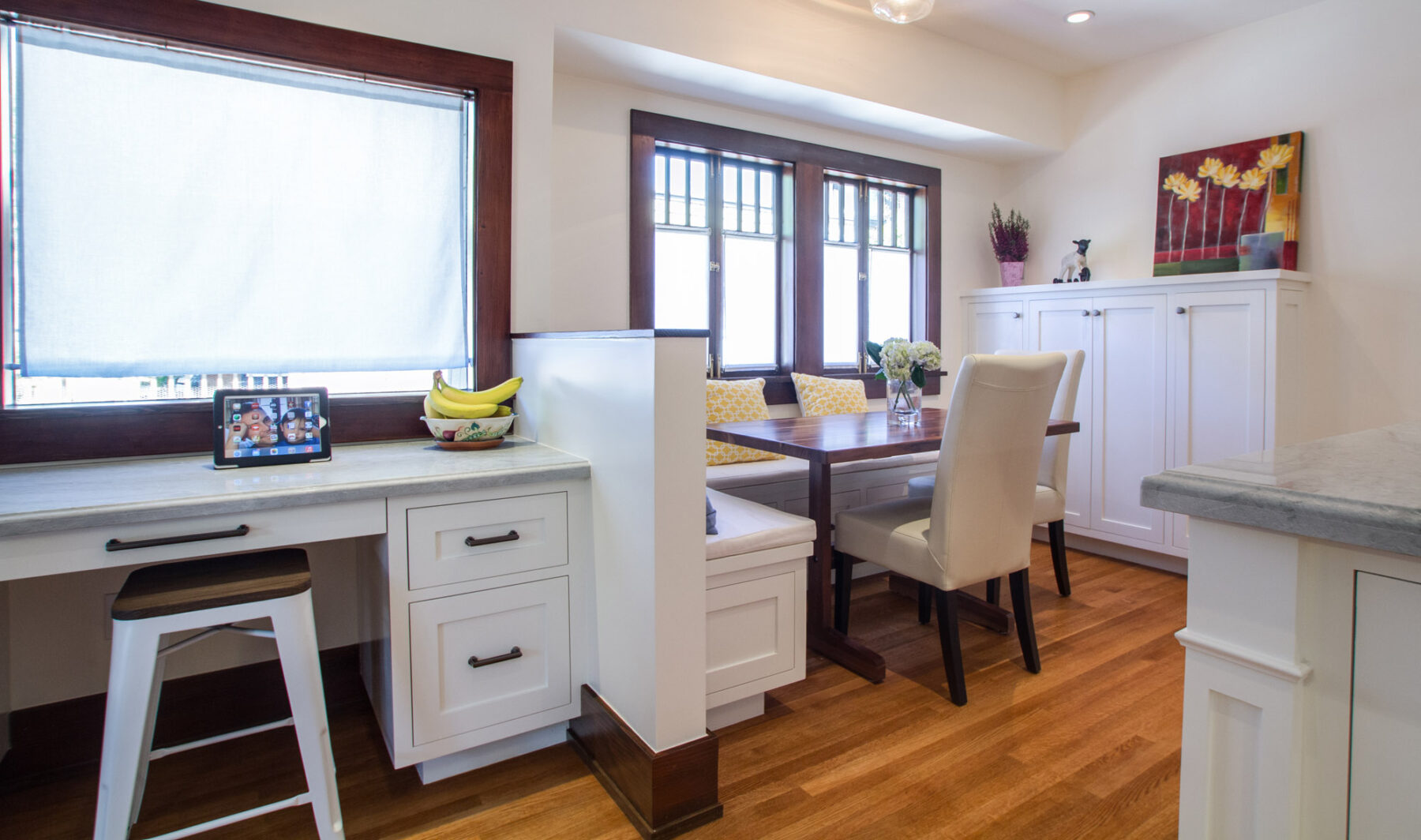 An integrated desk and breakfast nook in the Kitchen.