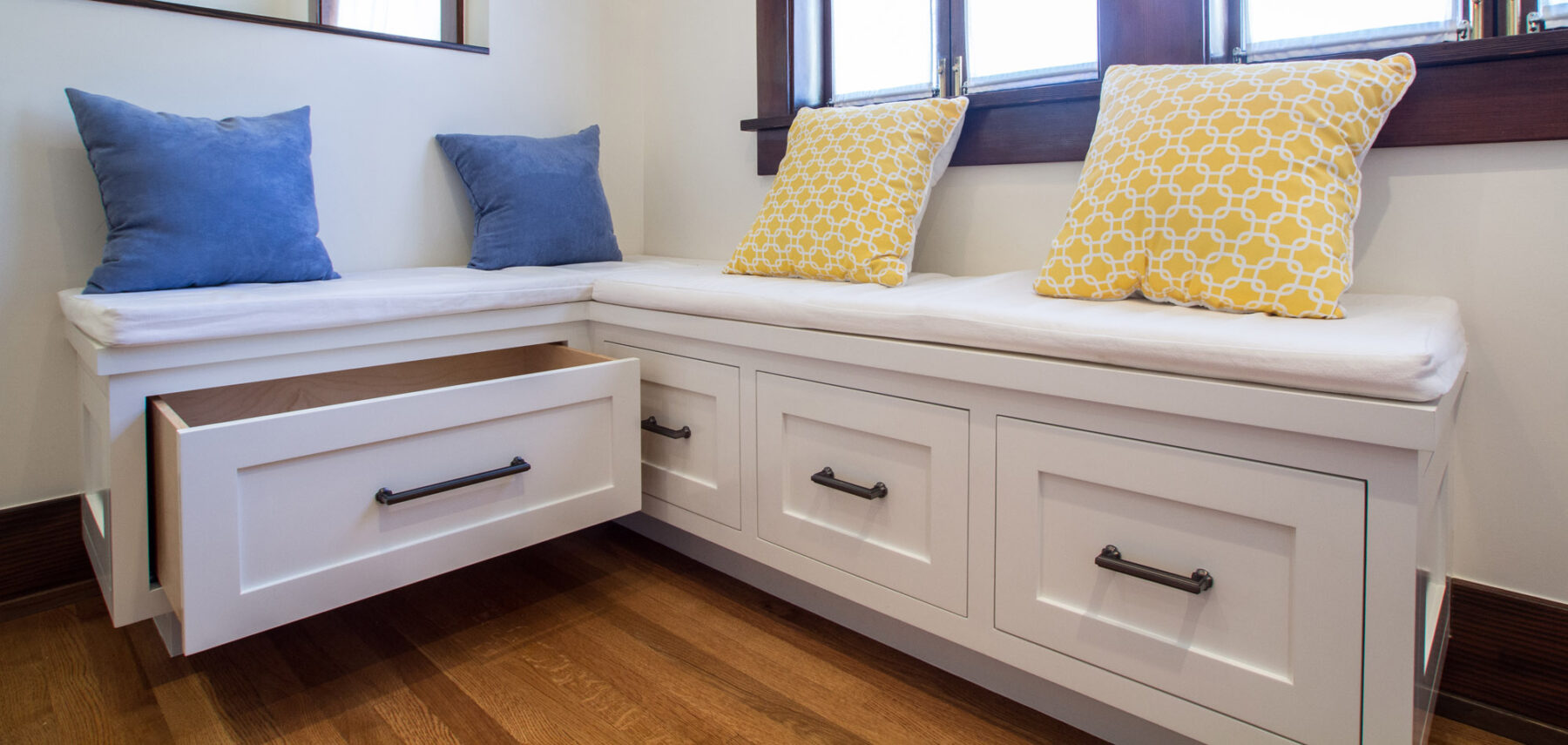 Breakfast nook bench seating drawers